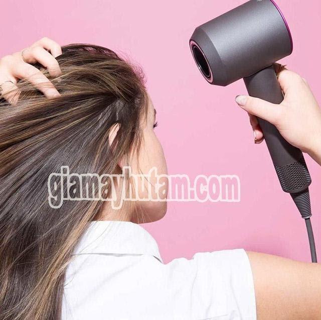 cách làm tóc phồng bằng máy sấy